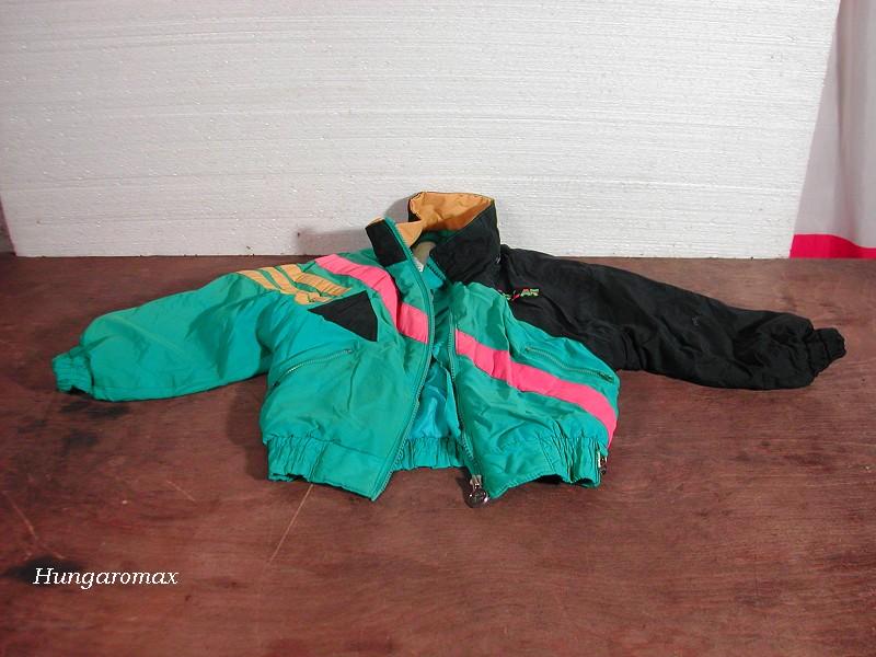c21a319071 Átlagosan használt (nem feltűnő helyen varrva is van) gyerek dzseki,  kanadai gyártmány, 2-3 éves korúaknak. Irányár: 500 HUF Érd: 06 49 411 591  este, ...