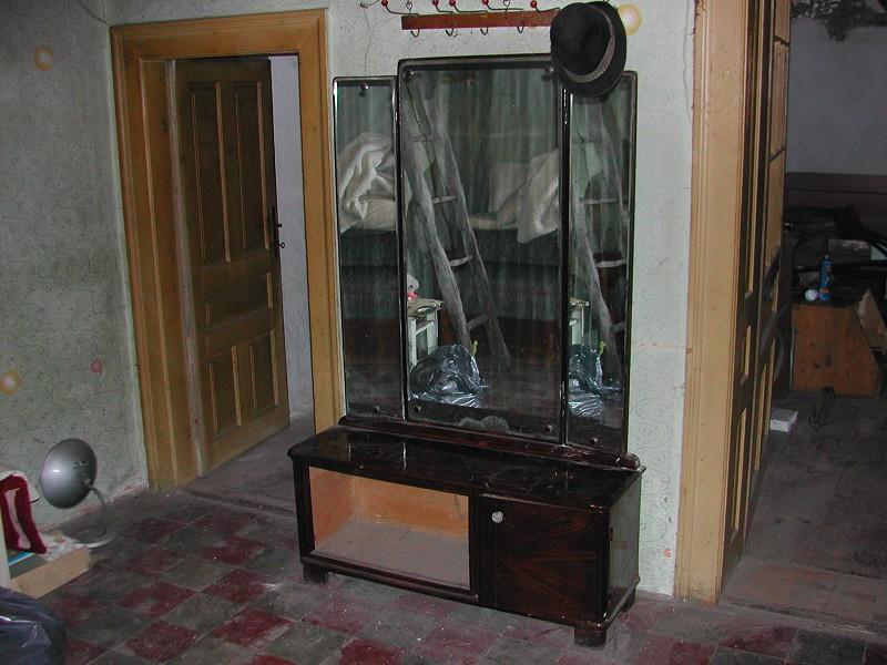 Eladó használt bútor, ágy, szék, kanapé